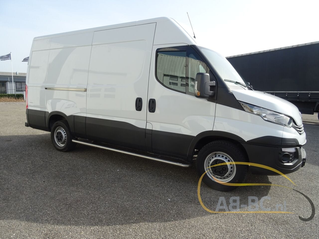 commercial-vehicle-closed-box-vanIVECO-Daily-35S12-EURO-6---1613998433568089187_big--20120217420418671900
