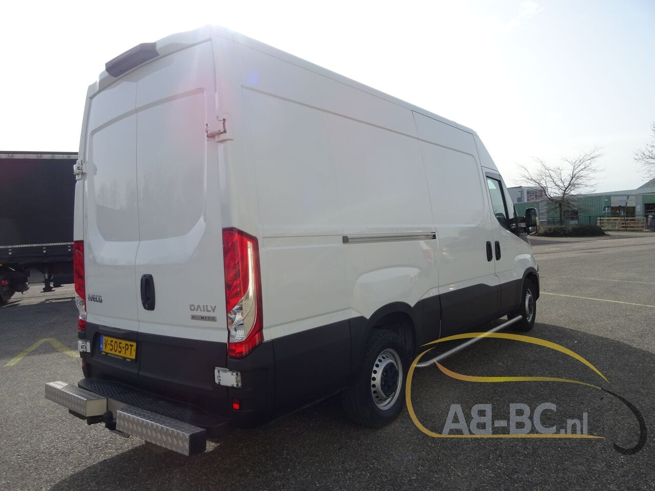 commercial-vehicle-closed-box-vanIVECO-Daily-35S12-EURO-6---1613998446545669982_big--20120217420418671900
