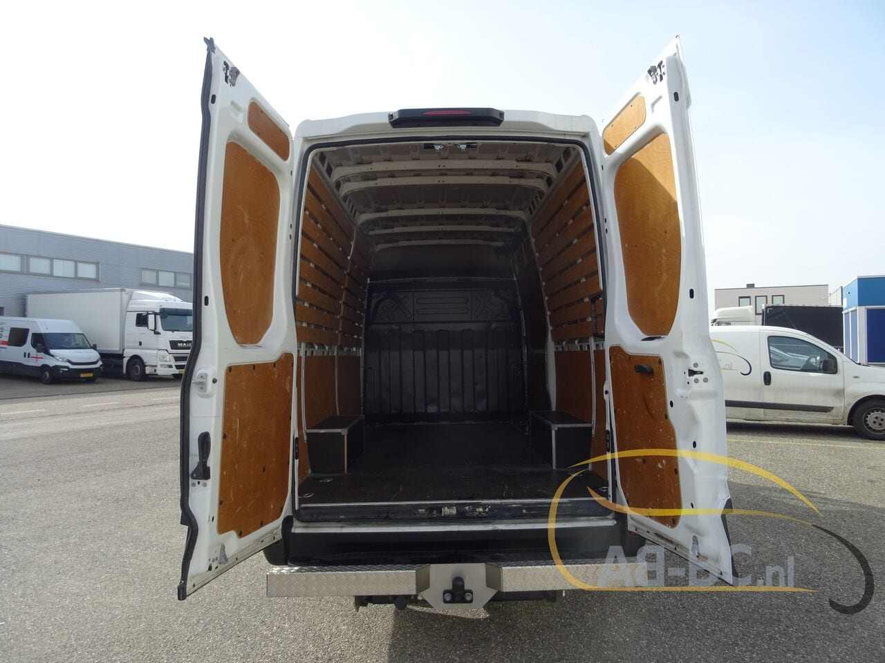 commercial-vehicle-closed-box-vanIVECO-Daily-35S12-EURO-6---1613998499916451276_big--20120217420418671900