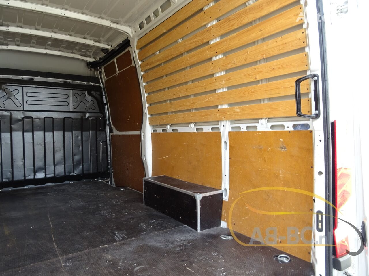 commercial-vehicle-closed-box-vanIVECO-Daily-35S12-EURO-6---1613998513385372399_big--20120217420418671900