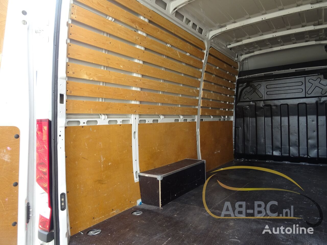 commercial-vehicle-closed-box-vanIVECO-Daily-35S12-EURO-6---1613998520310300492_big--20120217420418671900