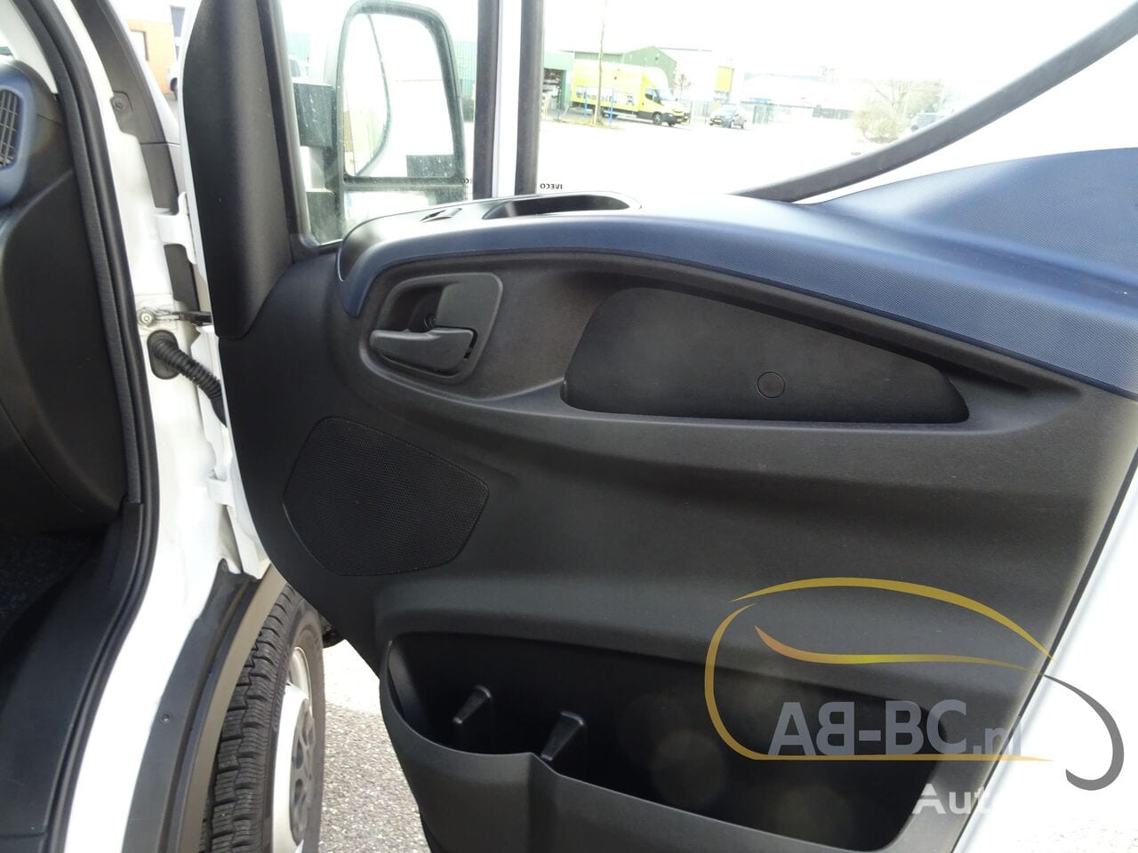 commercial-vehicle-closed-box-vanIVECO-Daily-35S12-EURO-6---1613998545953676228_big--20120217420418671900