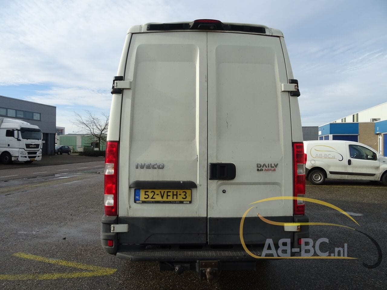 commercial-vehicle-closed-box-vanIVECO-Daily-35S18V-Automaat-180-PK---1613469822122774012_big--21021612014011202200