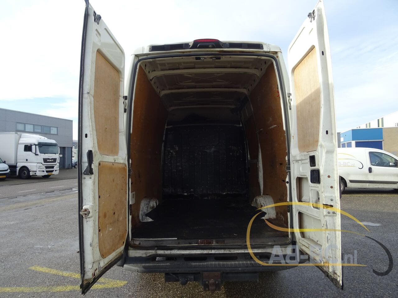 commercial-vehicle-closed-box-vanIVECO-Daily-35S18V-Automaat-180-PK---1613469840034328346_big--21021612014011202200
