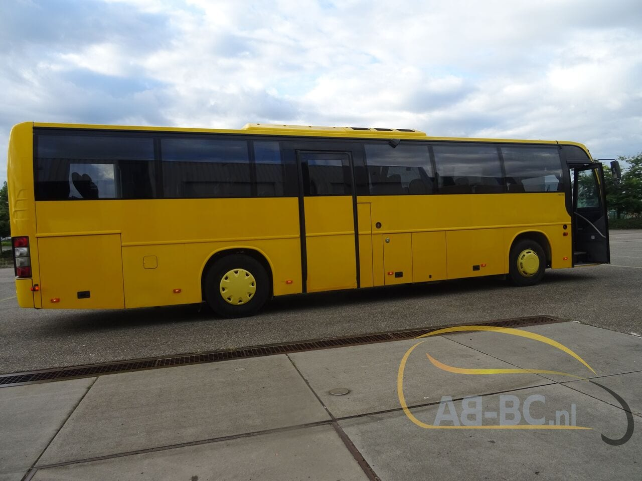 interurban-busVOLVO-B12M---1612871331176458086_big--20013112244271338300