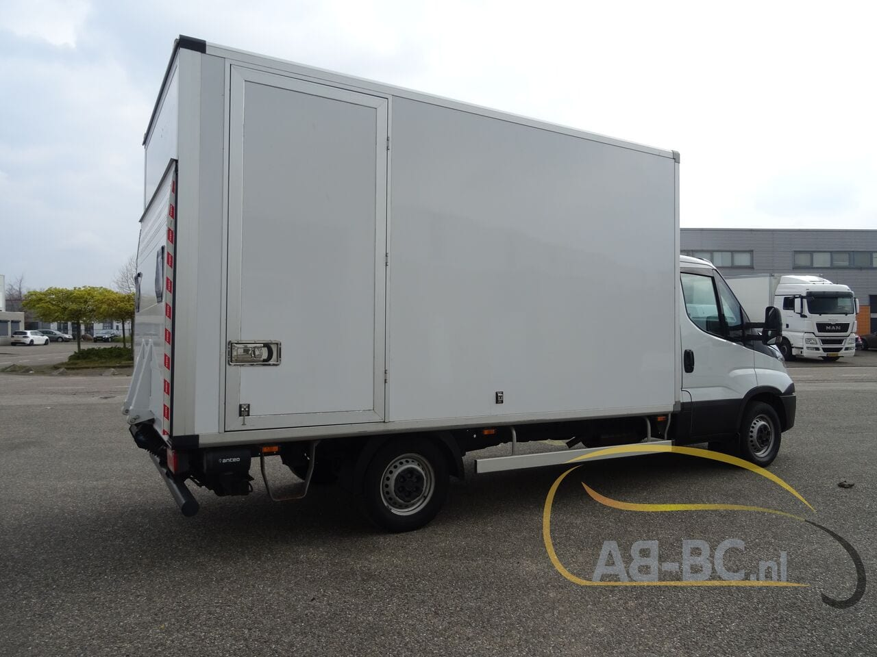 commercial-vehicle-box-truck-3-5tIVECO-Daily-35S14-EURO-6---1618841991820186250_big_aa19aeea12d1738f841fb77442274595--20081111411660340700