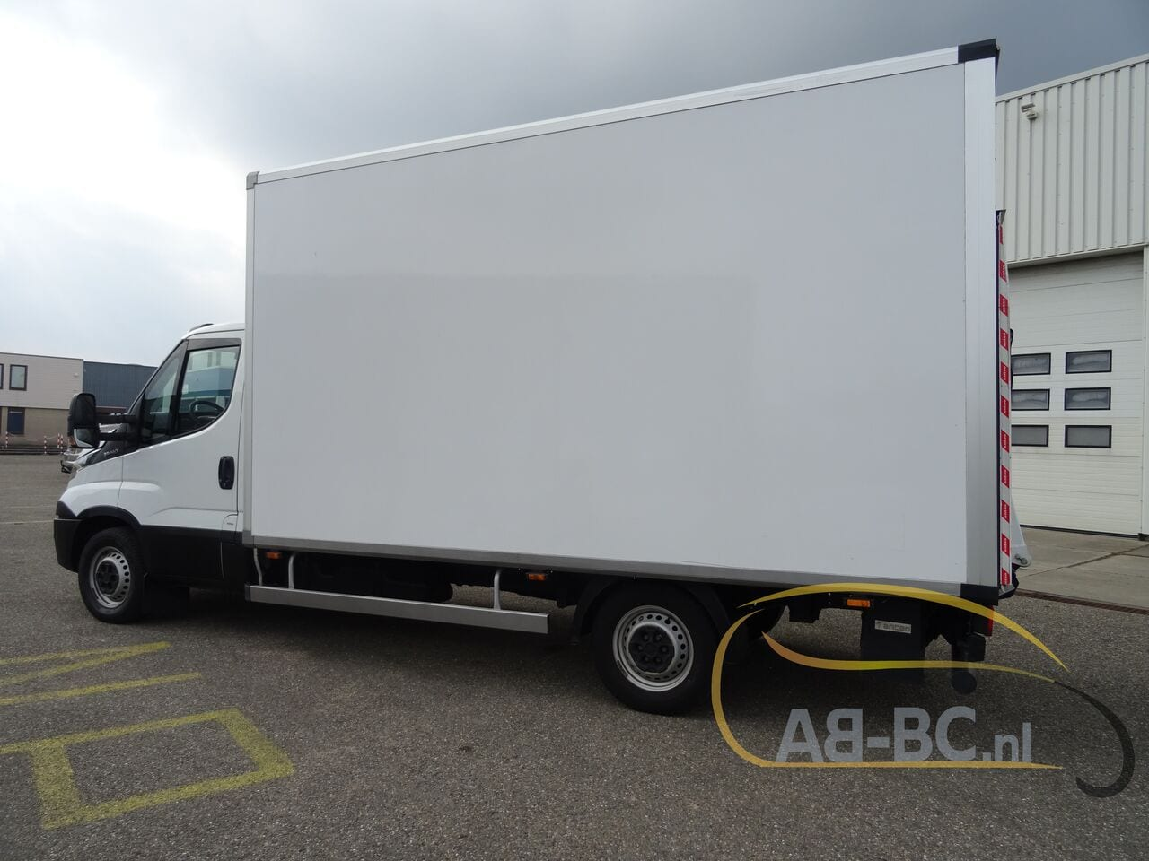commercial-vehicle-box-truck-3-5tIVECO-Daily-35S14-EURO-6---1618842035644829714_big_45c34c432cdcb01870d1413c38a6fc10--20081111411660340700