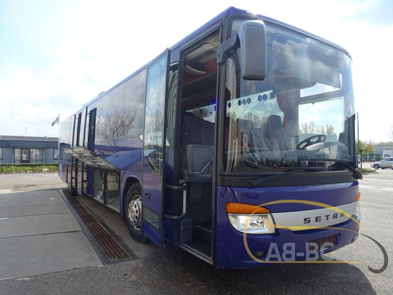 coach-busSETRA-S416H-48-SEATS-LIFTBUS---1620309568664629592_big_813a344deeeb170419e711a2edb339dc--21050616581387095000